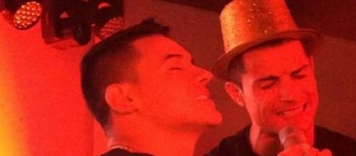 Ronaldo cantando en su fiesta de cumpleaños