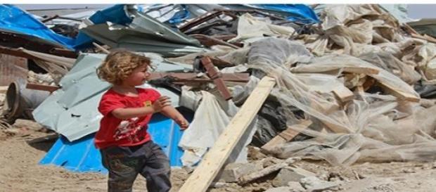 In urma demolarilor, multi copii raman pe drumuri.
