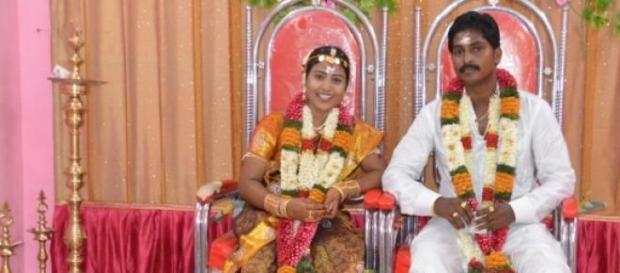 Plusieurs couples se marient en secret en Inde.