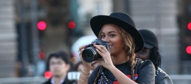 Beyoncé con su réflex en mano