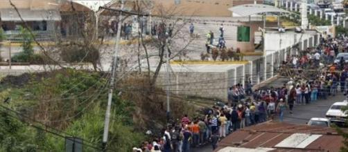 Interminables colas en Venezuela