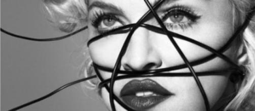 Madonna Sobrevive no estilo em 'Living For Love'