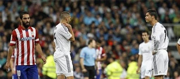 Benzema y Cristiano Ronaldo sacan de centro