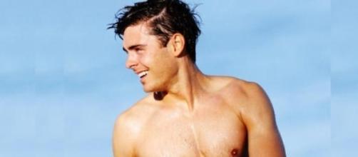 El actor Zac Efron al desnudo.