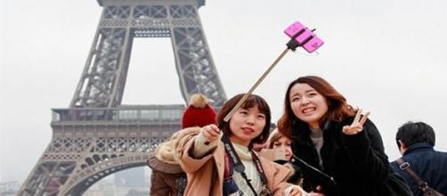 Dos turistas se hacen una 'selfie'