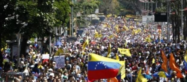 Maduro acusa EUA de atitudes imperialistas