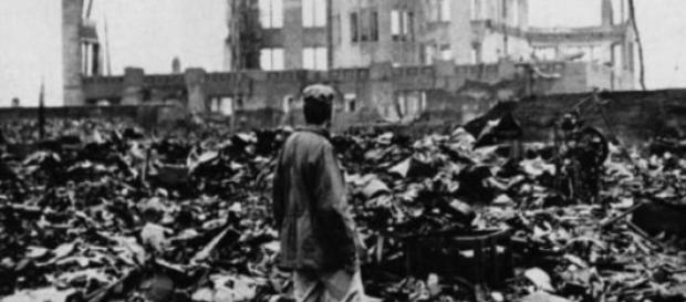 Supravietuitor al bombardamentului din Tokyo, 1945