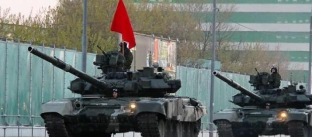 Tanques Russos T-90 em desfile