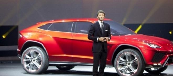 Stephan Winkelmann,Ceo Lamborghini con il SUV Urus