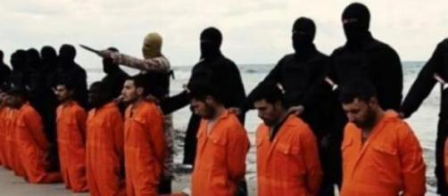 Isis: niño mata a un prisionero