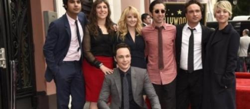 Jim Parsons e amigos de elenco da série