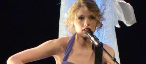 Taylor Swift fez seguro às pernas