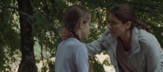 Nuria y Carmen en la cabaña del guardabosques