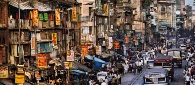 Una calle de Nueva Delhi en foto de archivo