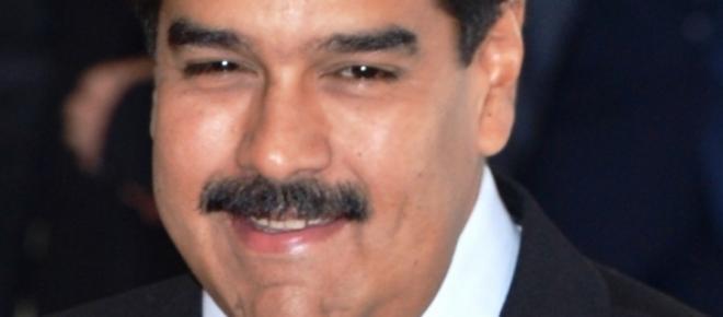 Galeria de fotos que muestran la preparación de las FF AA venezolanas en caso de una intervención extranjera. En otras dos, los líderes de la revolución bolivariana, Diosdado Cabello y Nicolás Maduro, lugartenientes del eterno Hugo Chavez Frías