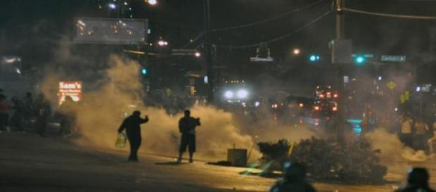 Ferguson protestors continue to battle with police