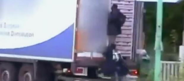 Nielegalni we Francji, w drodze do Anglii
