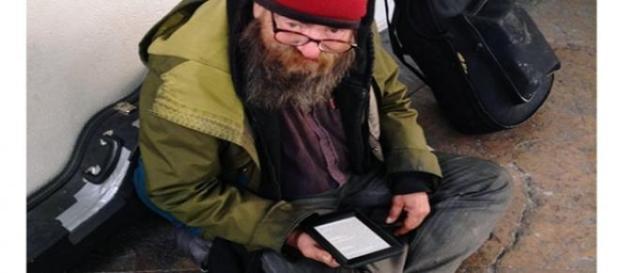 Paul lia sempre o mesmo livro  (Foto: Reprodução)