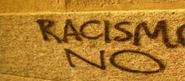 Polícia de Ferguson é acusada de ser racista