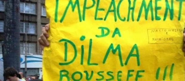 Povo nas ruas pede impeachment de Dilma Roussef