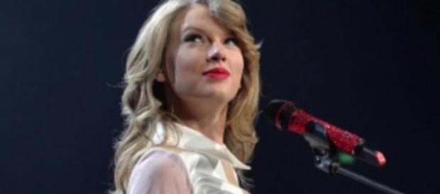 Taylor Swift, polizza milionaria per le gambe
