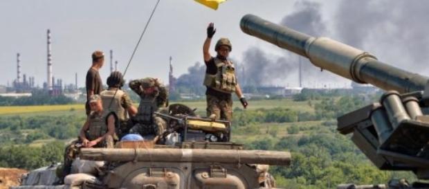 Ucraina isi maseaza trupele langa Mariupol