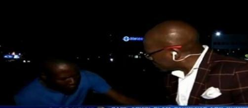 Momento do assalto ao jornalista, em Joanesburgo.