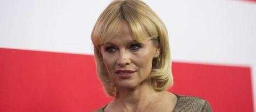 La actriz Pamela Anderson con su nueva imagen