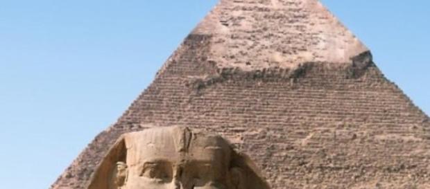 A Esfinge assiste a um novo empreendimento egípcio