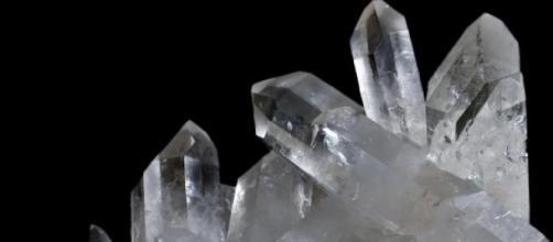 Cristal de cuarzo, sustancia piezoeléctrica
