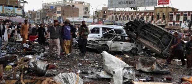 Atentat sinucigas cu bomba in Lahore, Pakistan