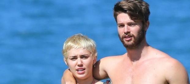 Miley Cyrus e Patrick (Foto: FameFlynet)
