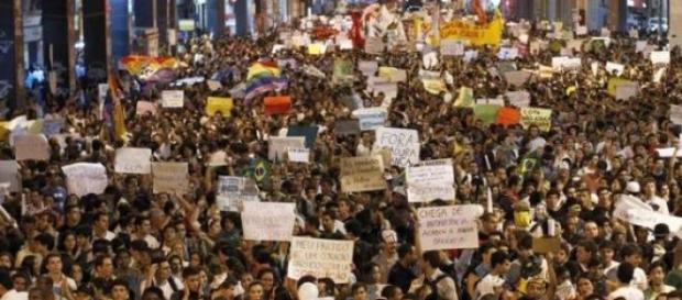 Pelo menos 20 mil pessoas foram às ruas na Rio