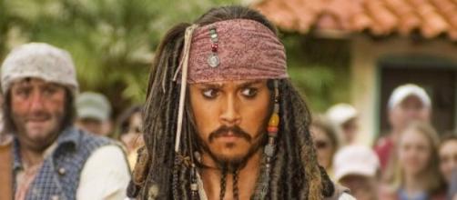 Johnny Depp se feriu e passará por cirurgia