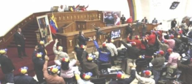 El Parlamento de Venezuela vota en Caracas