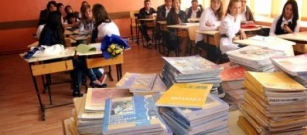 MECS - vinovat  de continutul manualelor scolare