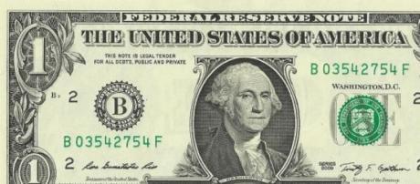 Dólar cai face ao euro após semana de ganhos.
