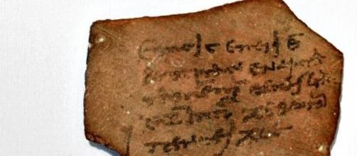 Fragmento cerámico con un impuesto egipcio pesado