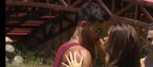 Michelle y Michael se besan en Amor a Prueba