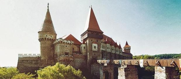 Castelul Corvinilor inclus in Castle Break