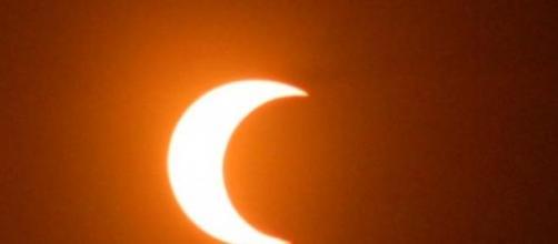 Eclissi parziale di sole.
