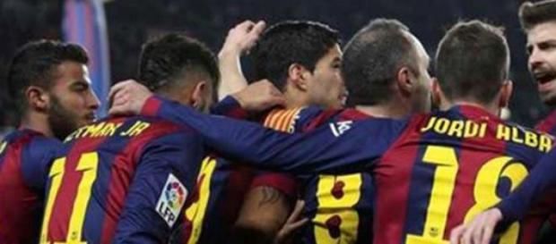 """Barcelona domina o """"Man City"""" e continua em prova"""