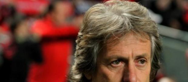 Jorge Jesus e o Benfica criticados.