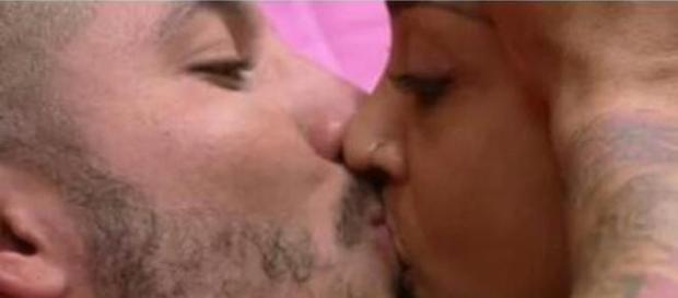 O beijo de Fernando e Amanda no BB15