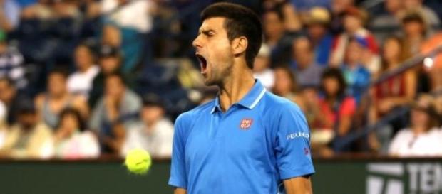 Djokovic trece cu bine peste uriasul Isner