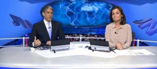 Jornal Nacional é apresentado em fundo falso