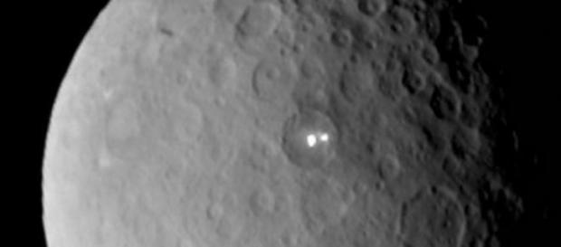Lumini inexplicabile fotografiate pe planeta Ceres