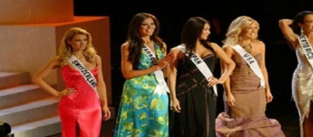 Miss Universo 2006 y sus entonces finalistas.