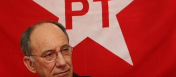 Presidente do PT quer tirar verbas da 'TV Record'