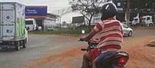 Condutor foi flagrado em cruzamento movimentado